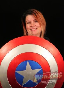 cache_640x480_images_Galleries_Other Collectibles_EFX Collectibles Avengers Captain America Shield Prop Replica_EFX Collectibles Avengers Captain America Shield Prop Replica Marjorie Posing 02